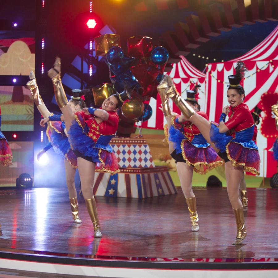 Bailarines de Paramount Dance Studio