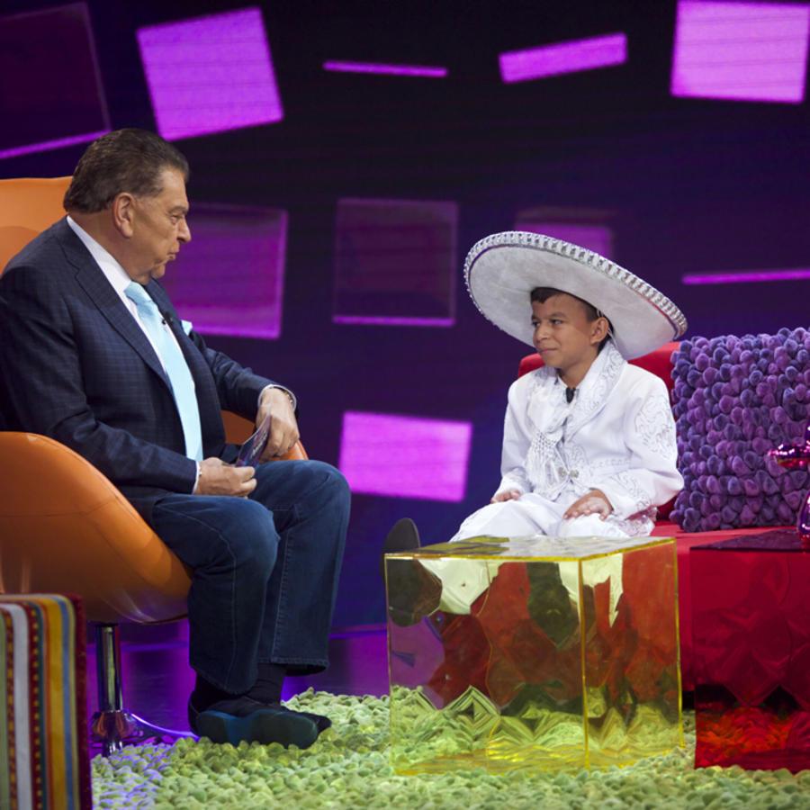 Marlon Yasir Pastor hablando con Don Francisco en Siempre Niños