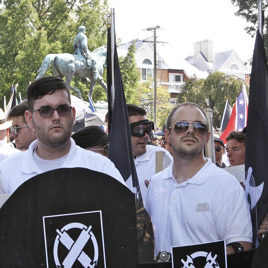 Marcha de supremacistas blancos y neonazis en Charlottesville.