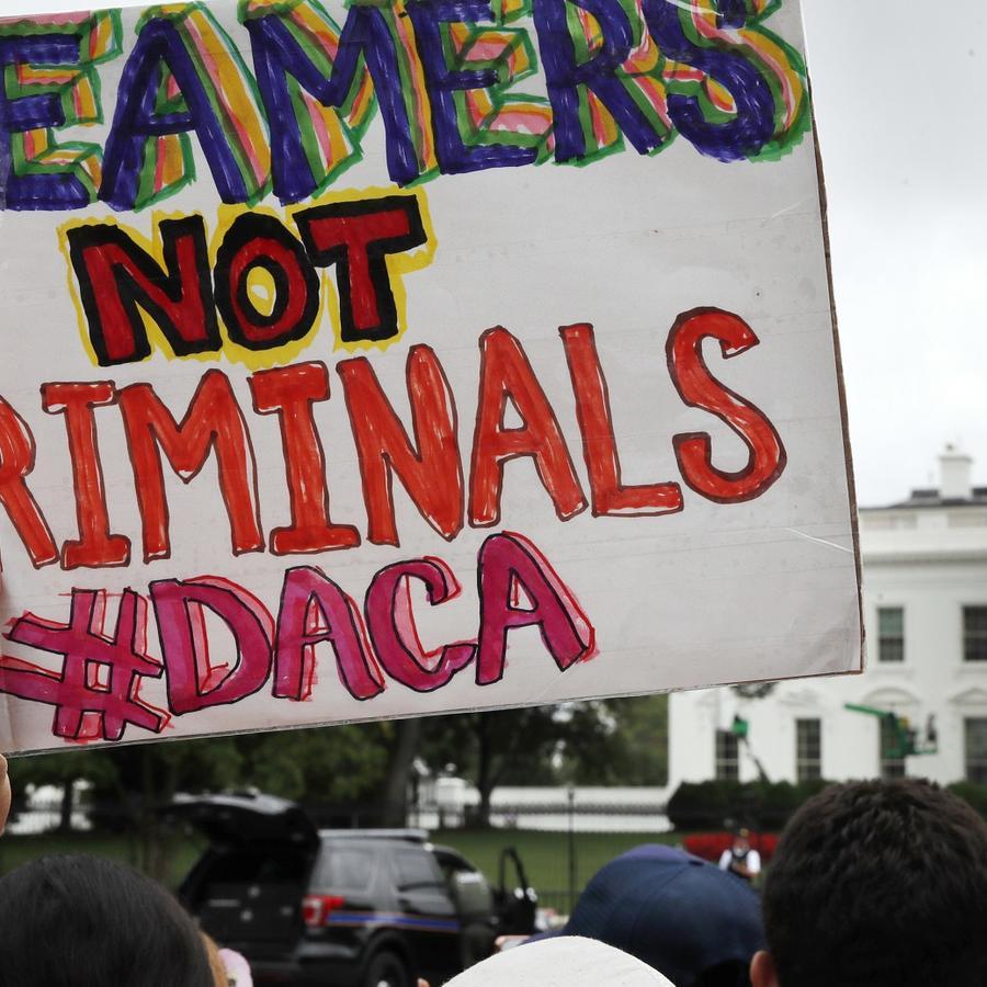 Imagen de archivo de una manifestación frente a la Casa Blanca en protesta por el fin del Programa DACA, que beneficia a 800.000 jóvenes que llegaron a Estados Unidos como indocumenados de la mano de sus padres cuando eran niños.