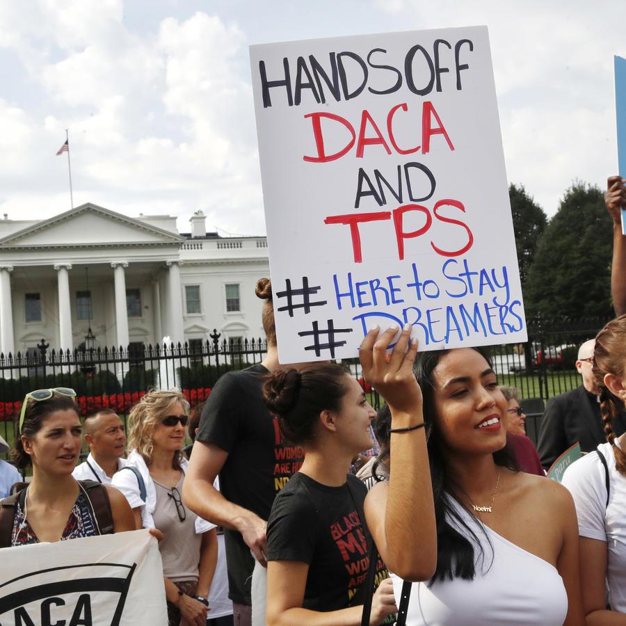 Manifestantes contra las reformas de DACA y el TPS.