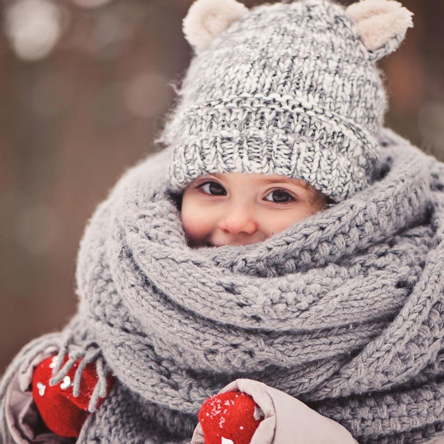 Niña con bufanda