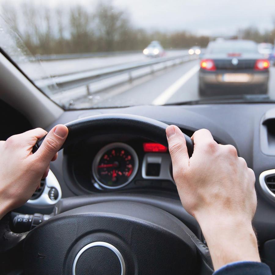 Manejando en la autopista