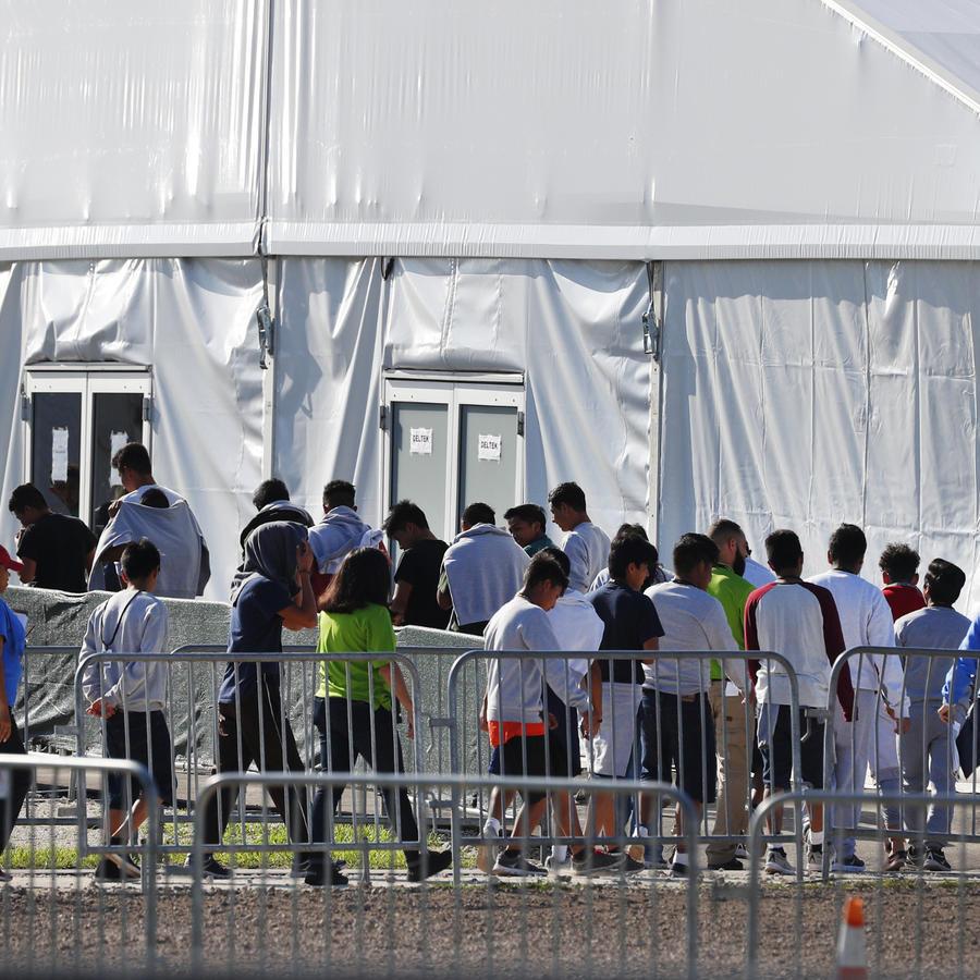 Menores inmigrantes en la Base Aérea de Homestead, Florida