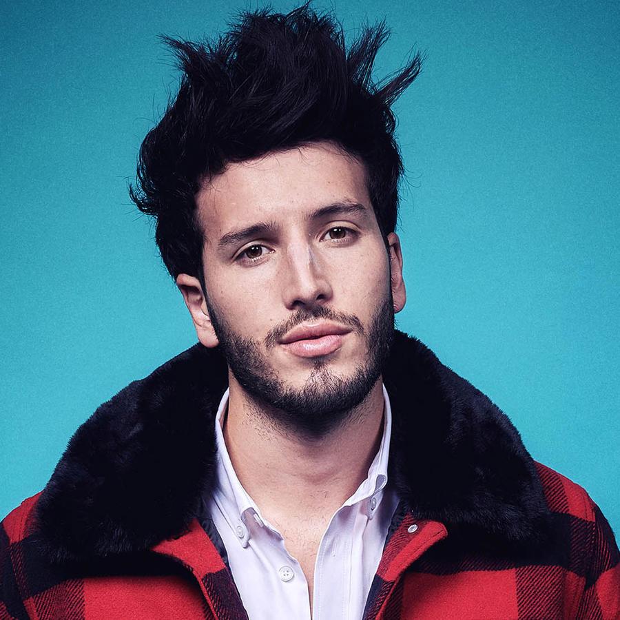 Sebastián Yatra en el backstage de Premios Billboard