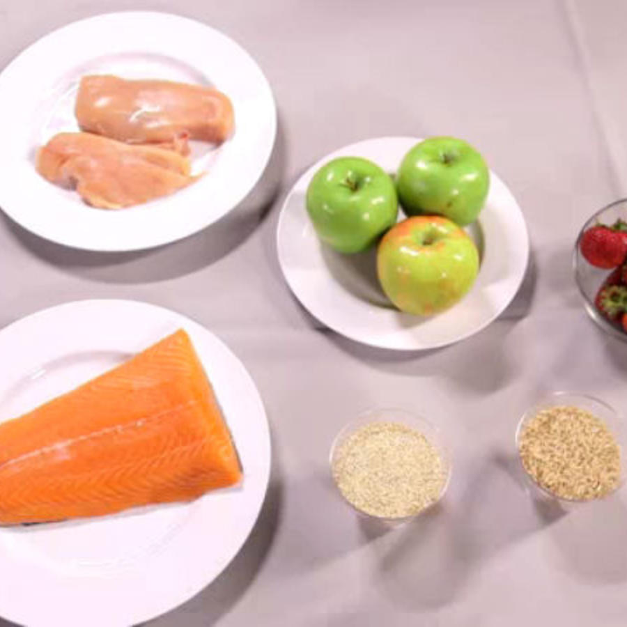 Platos con proteinas y granos
