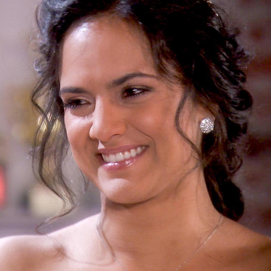 Ana Lorena Sánchez sonriendo en Tierra de Reyes