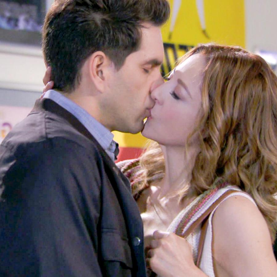 Arap Bethke y Edith González besándose en Eva La Trailera