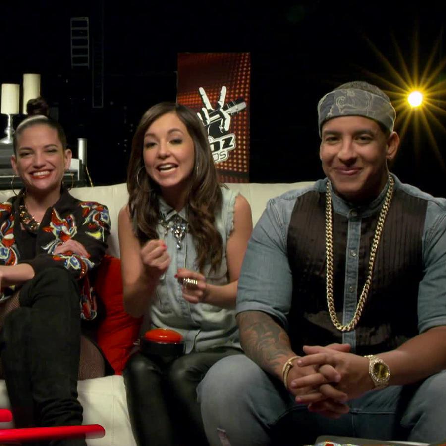 Coaches en entrevista con Caeli para La Voz Kids