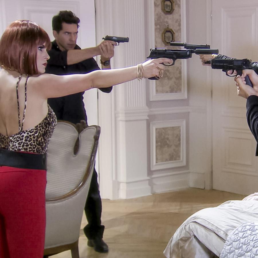 Erika de la Rosa, furiosa, Eva la Trailera