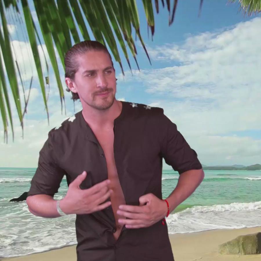 Jonathan Islas se divierte en el Reto Azul de Premios Tu Mundo 2016
