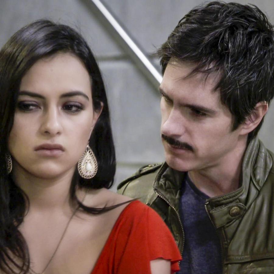 Mauricio Ochmann y Julieta Grajales En El Chema