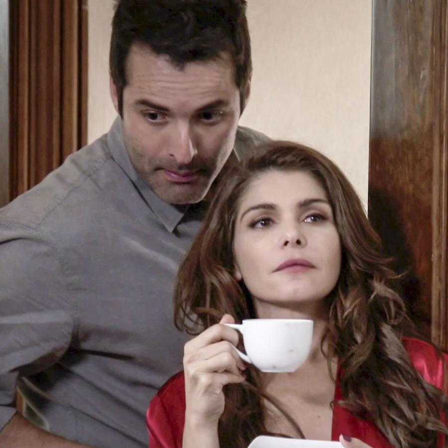 Itatí Cantoral y Jorge Luis Vazquez en El Chema