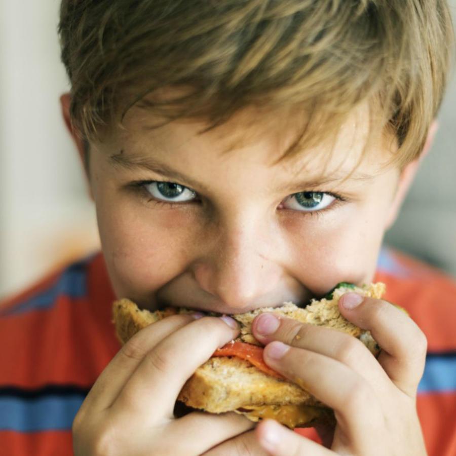 5 razones por las que tus hijos siempre tienen hambre