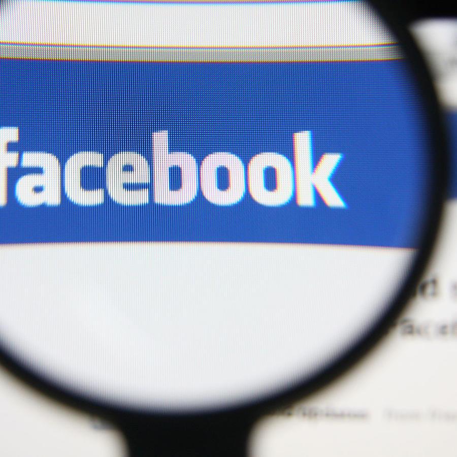 La consultora de la campaña de Trump manipuló datos de 50 millones de usuarios de Facebook.