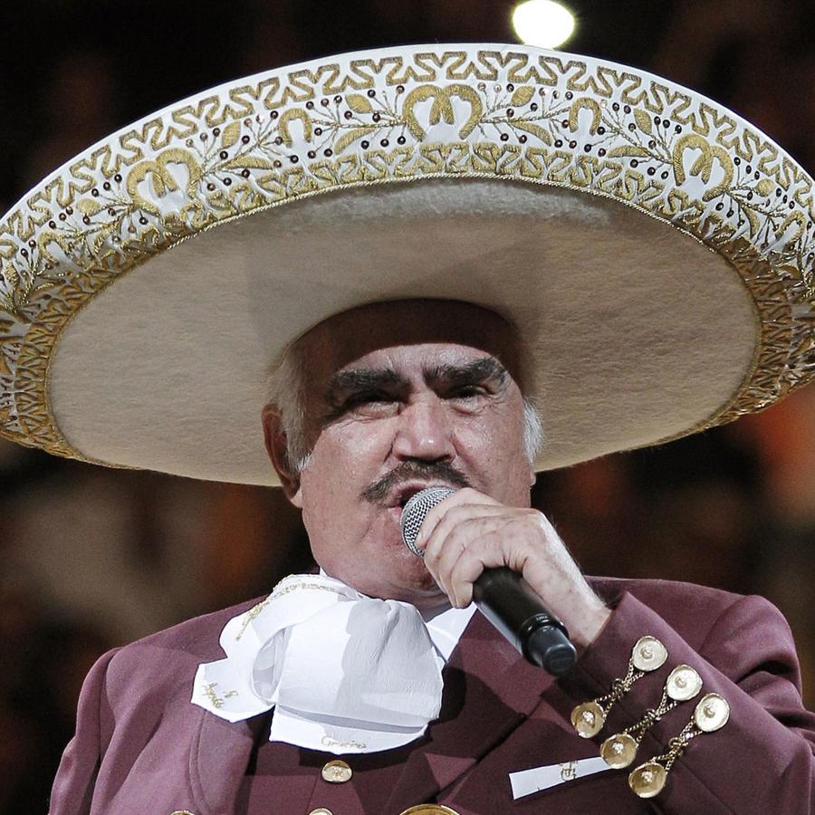 Vicente Fernández acaba con los rumores de su muerte