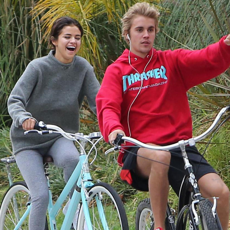 Captan a Selena Gomez y Justin Bieber paseando juntos