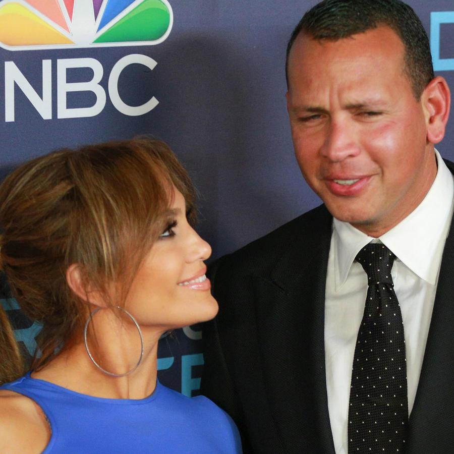 Jennifer Lopez viendo a Alex Rodriguez