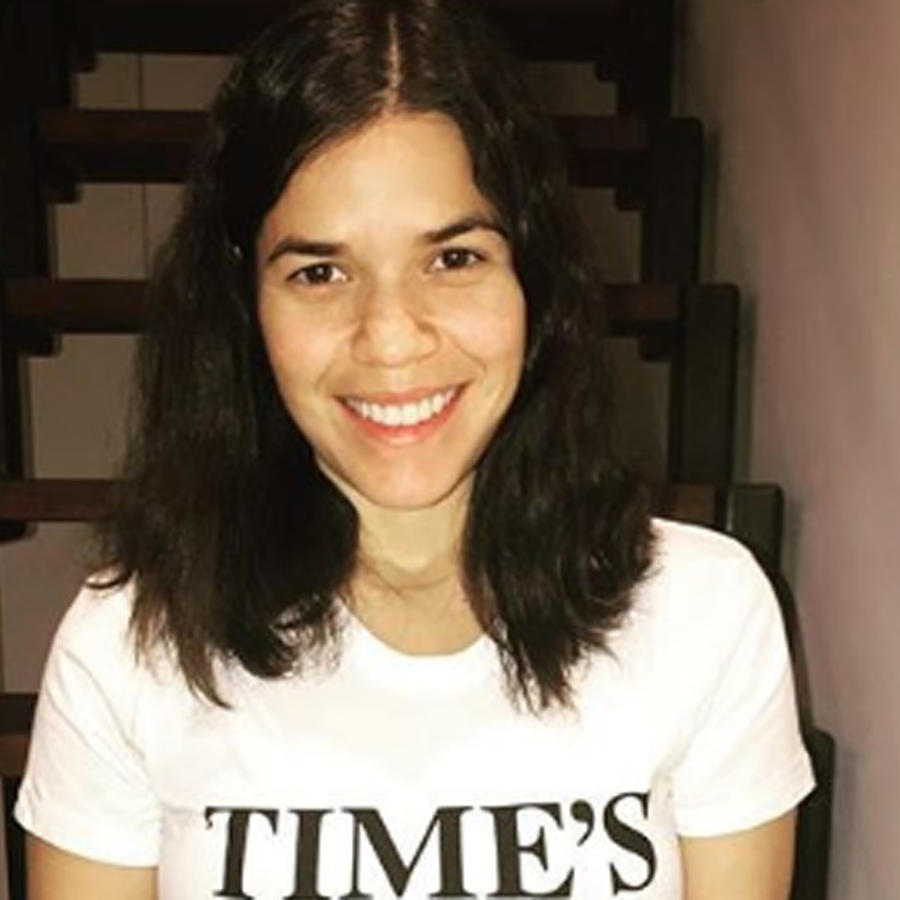 America Ferrera con camiseta Time's Up