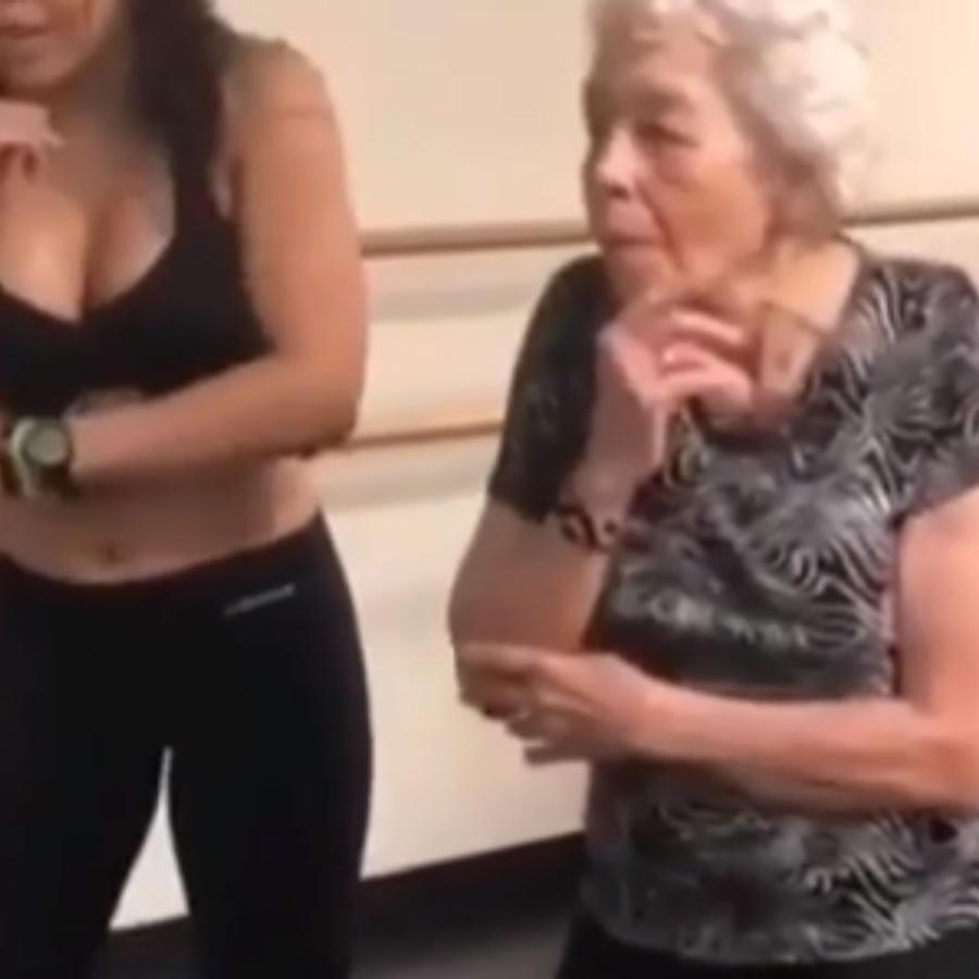 Abuelita bailando dura