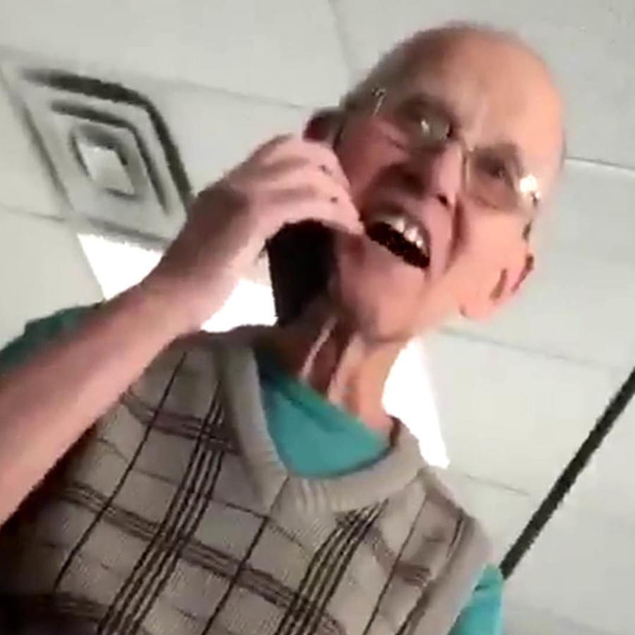 Fue su primera vez con un celular y su reacción vale oro