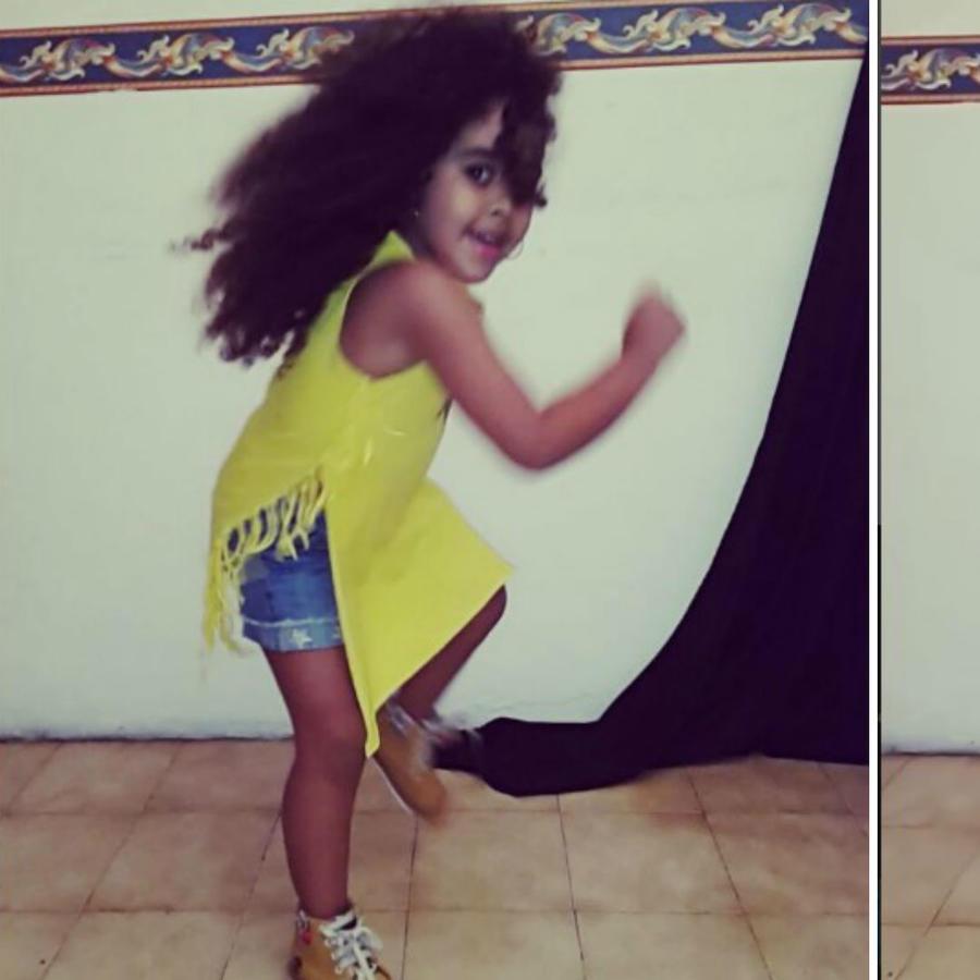 Isa Sophia bailando