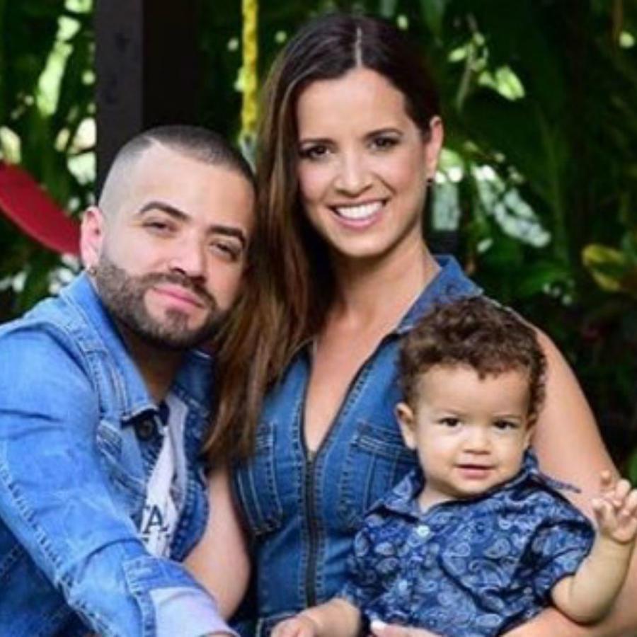 Nacho con su hijo y su mujer