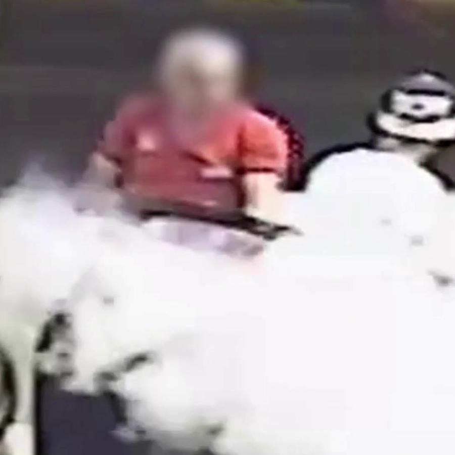 Esto le pasó por fumar en la estación de gasolina