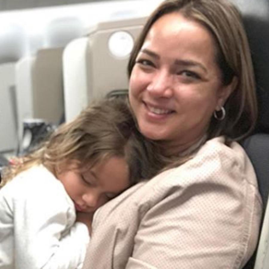 Toni Costa con Adamari López y su hija