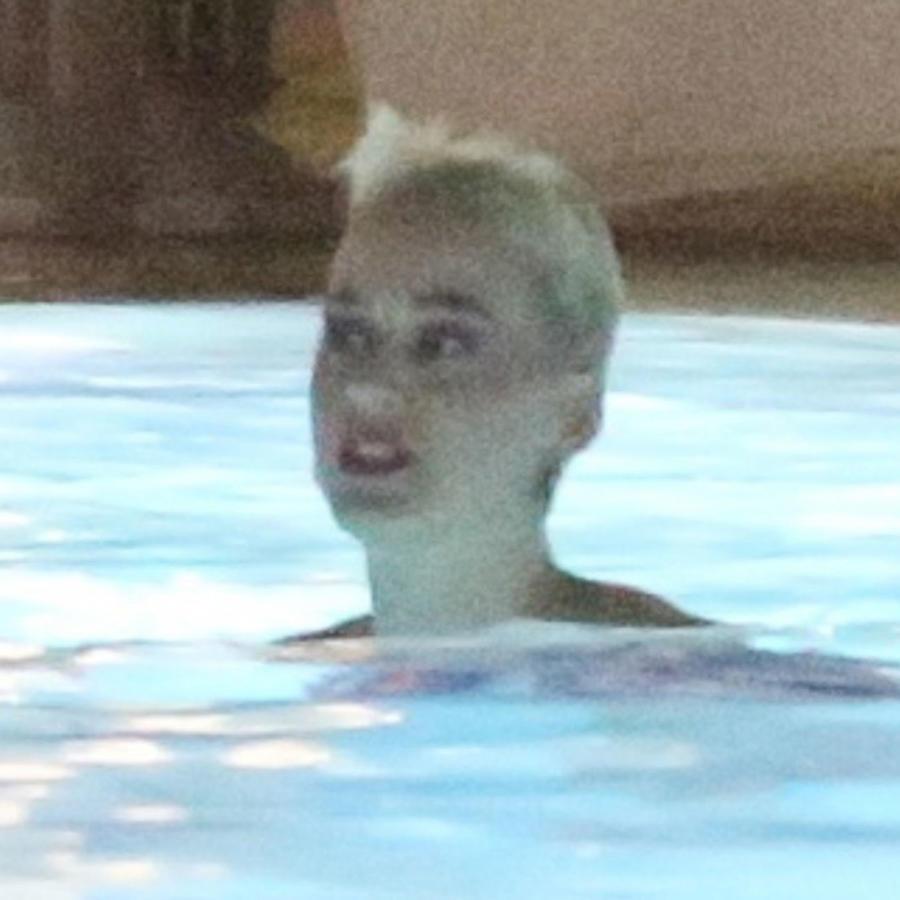 Katy Perry en la piscina