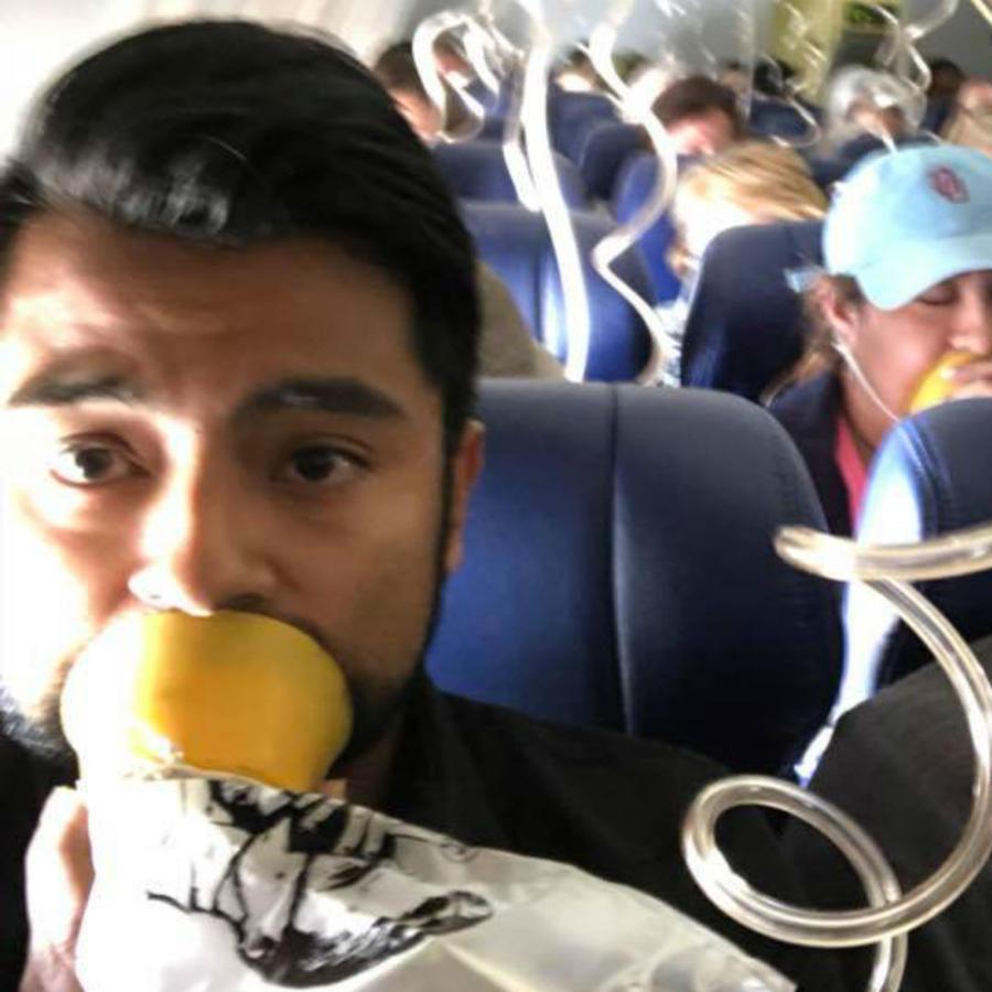 Hombre en un avión