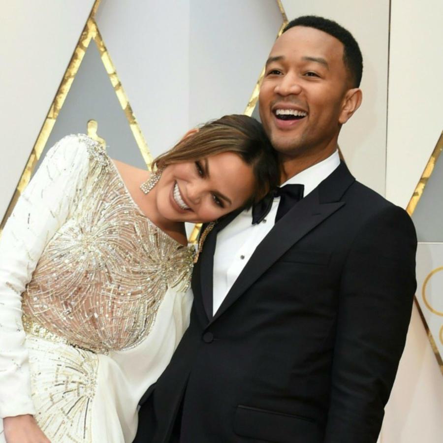 Chrissy Teigen y John Legend en los Oscars
