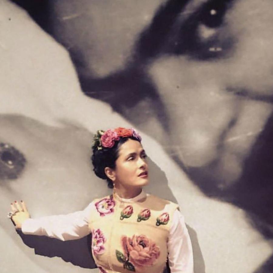 Salma Hayek vestida como Frida Kahlo