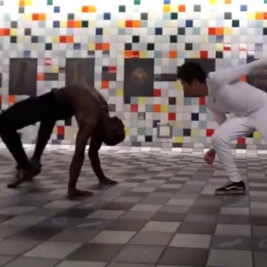 Jóvenes asombran con su elasticidad