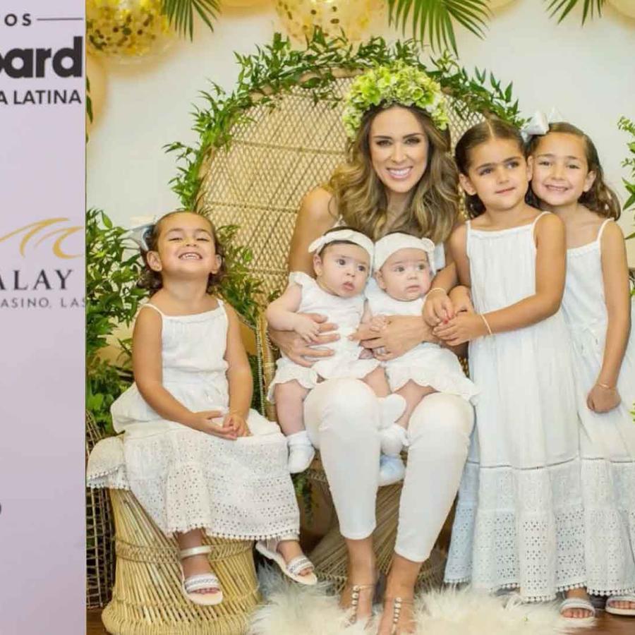 Jacky Bracamontes e hijas