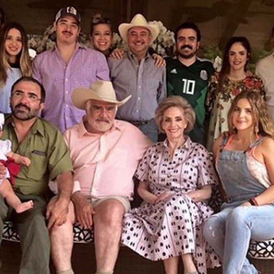 Vicente Fernández con su familia