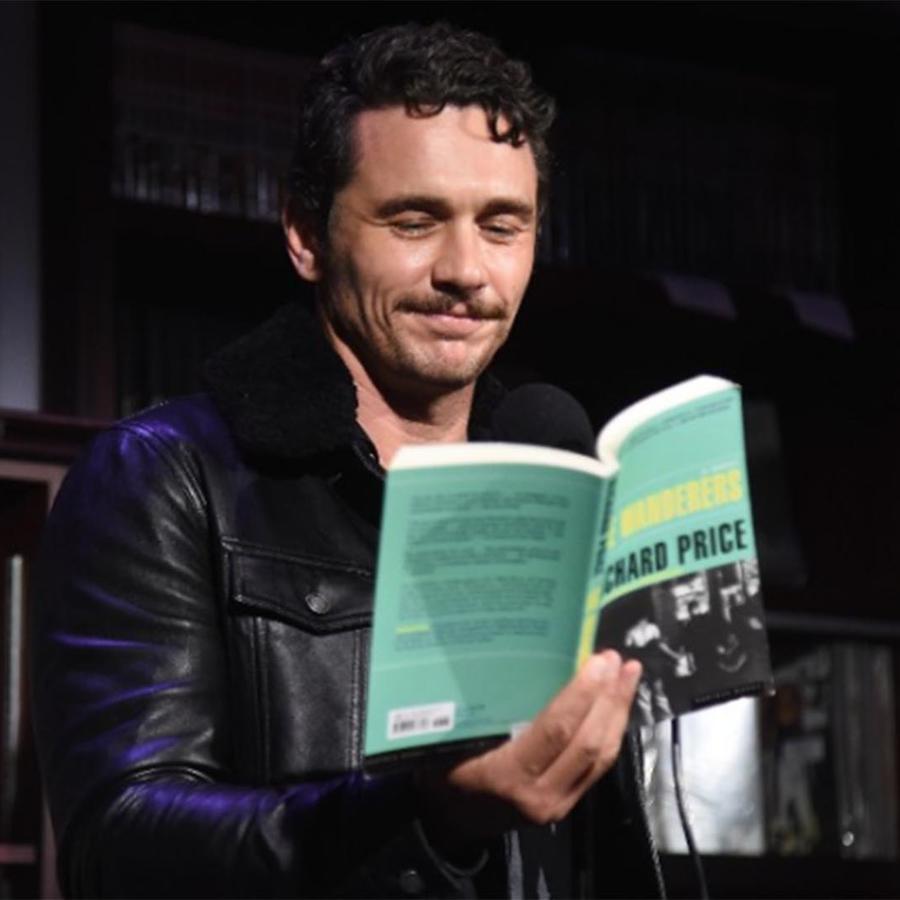 James Franco hace una lectura en el escenario para HBO