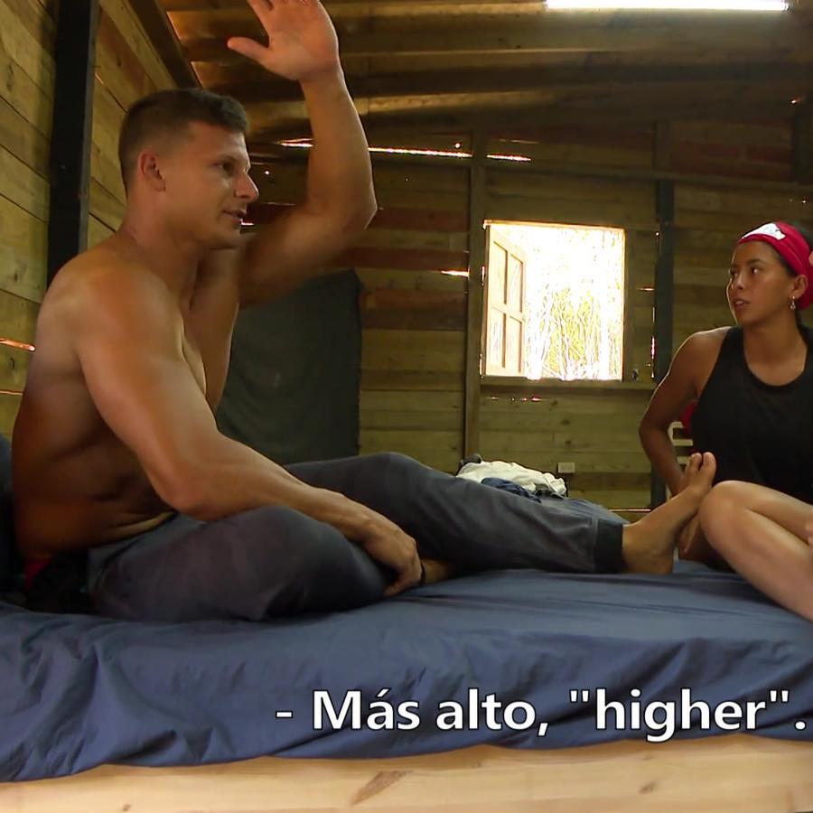 Mack Roesch, Norma Palafox y Shaila Pérez hablando español en la Cabaña