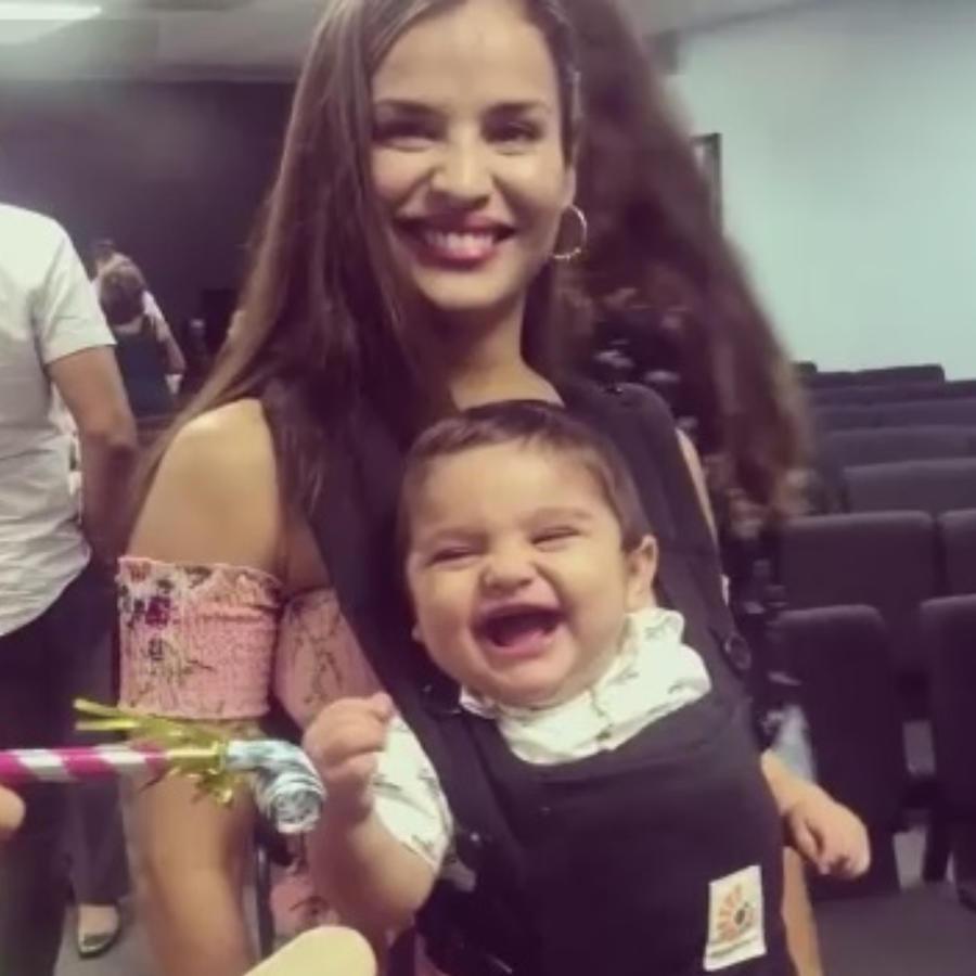 Yuly Ferreira y su bebé David sonriendo