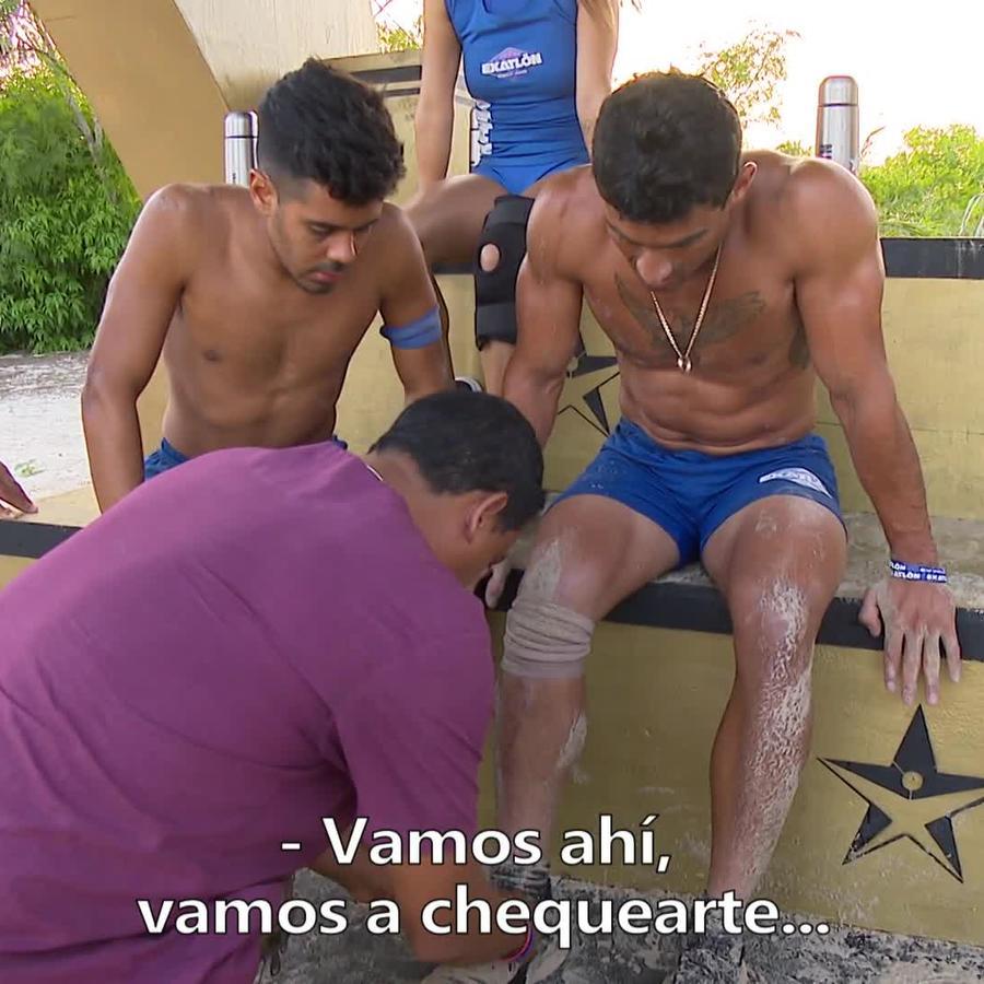 Kelvin es revisado por torcedura de tobillo