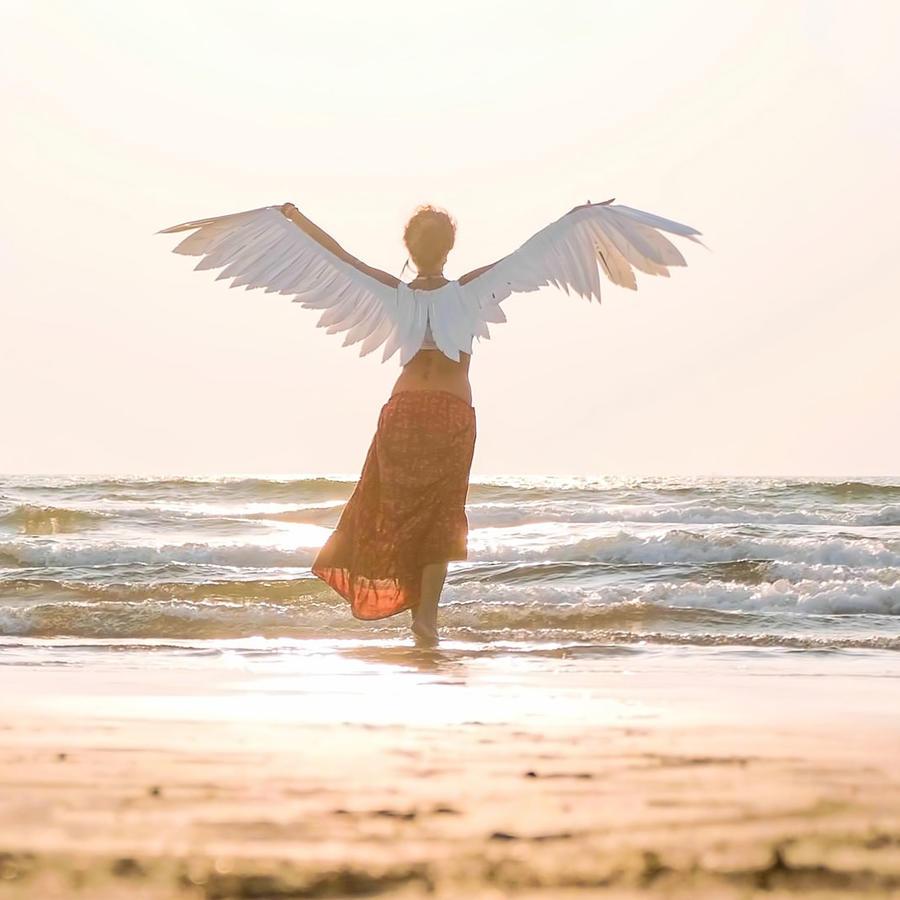 Ángel en la playa