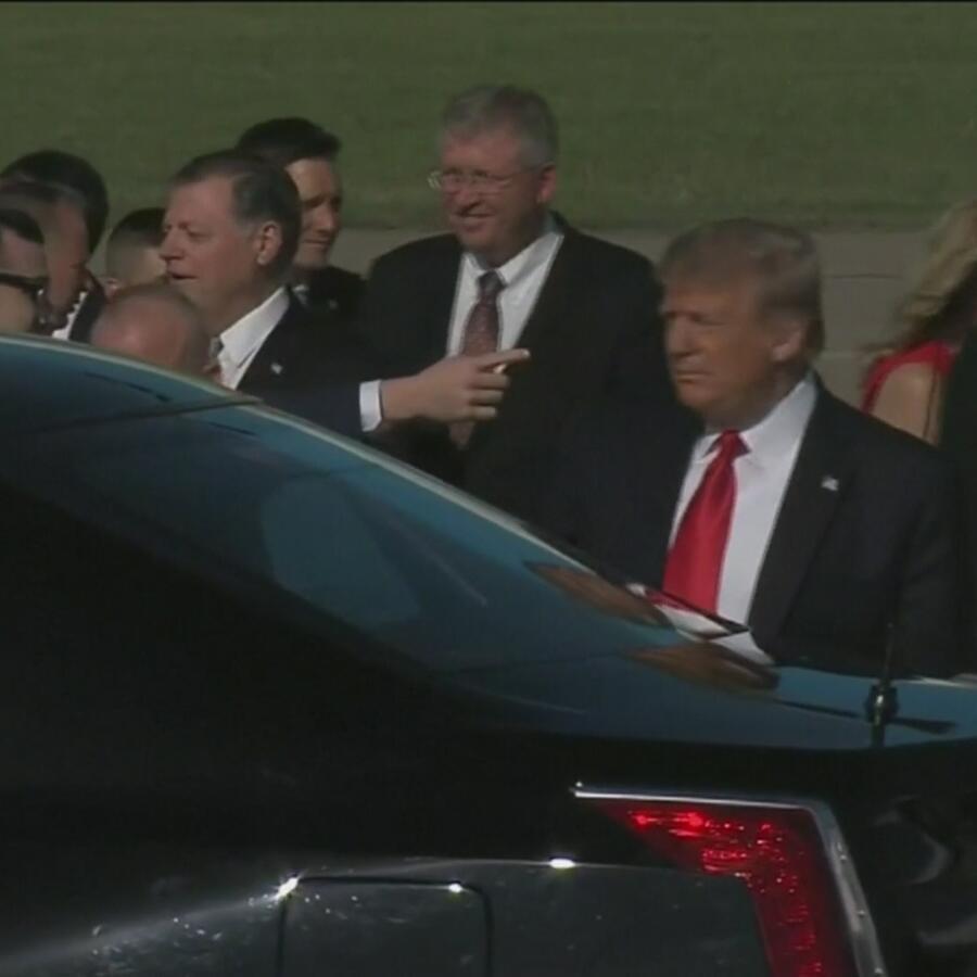 Donald Trump con su equipo