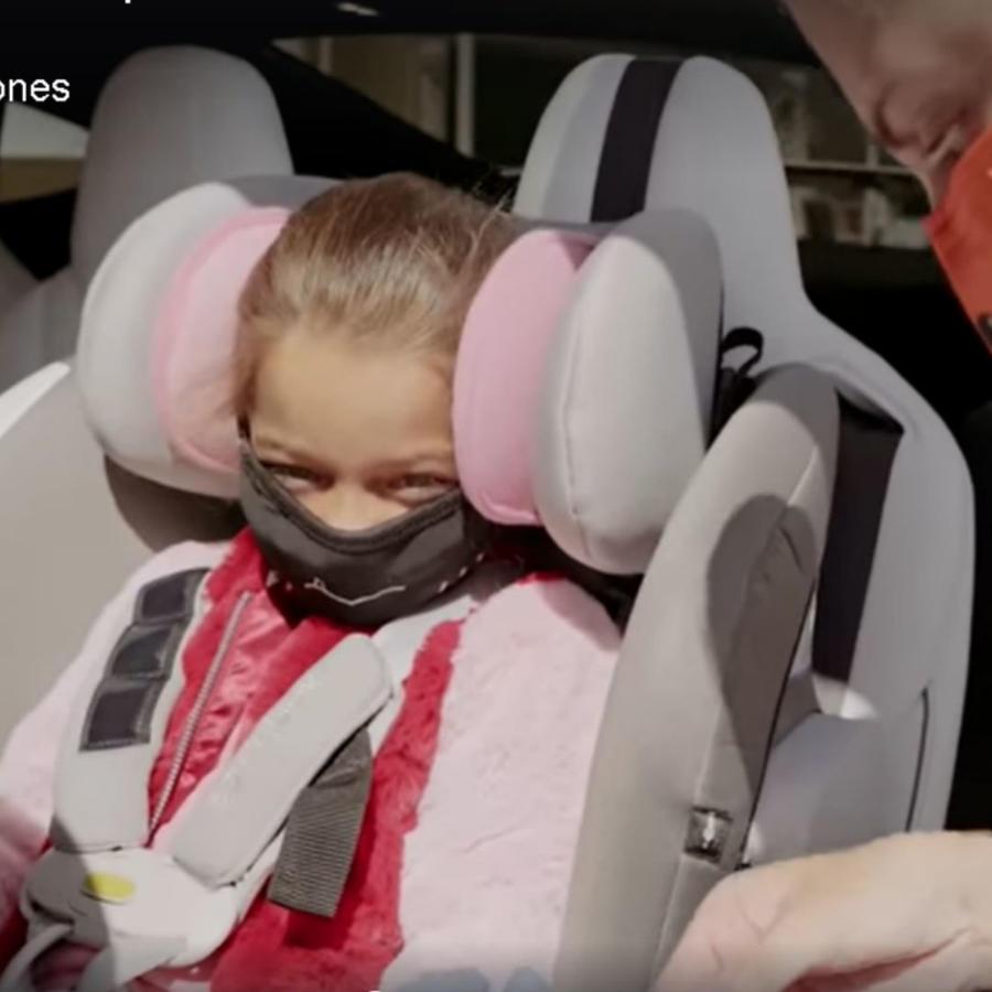 Alaïa siendo vacunada contra la influenza