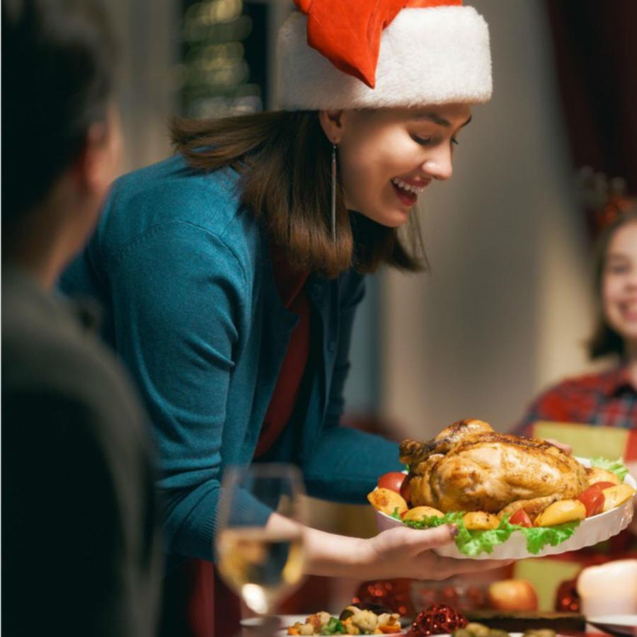 Familia comiendo en Navidad