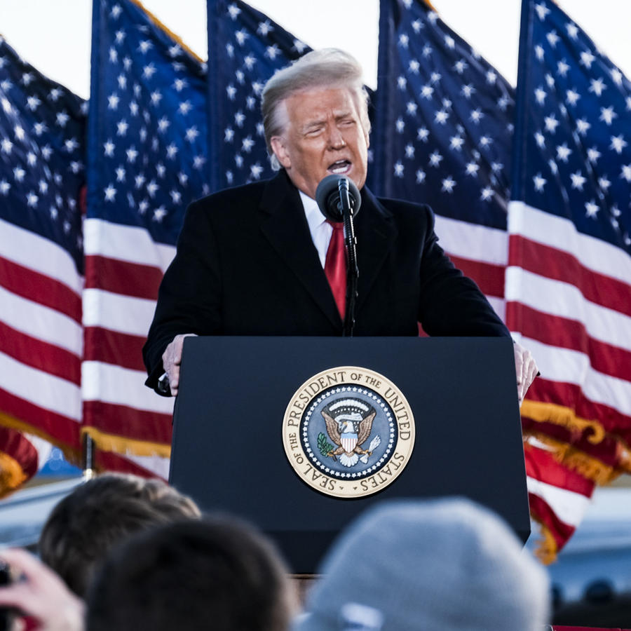 Donal Trump pronunciando un discurso