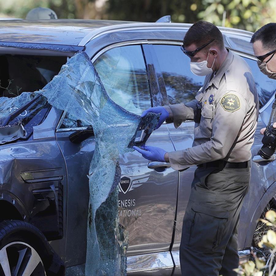 Automóvil de Tiger Woods tras su accidente en California