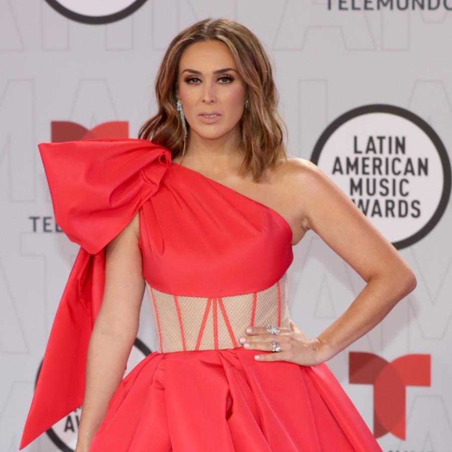 Jacky Bracamontes en la alfombra roja de los Latin American Music Awards 2021