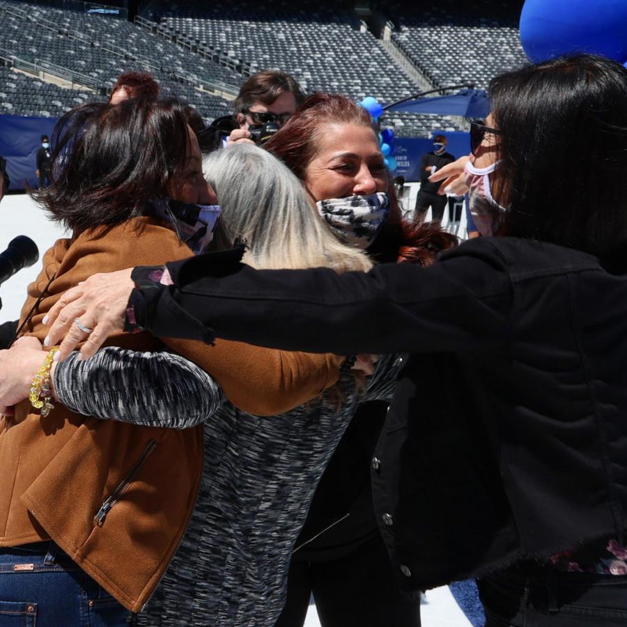 Familias se reencuentran luego de un año separadas en NJ