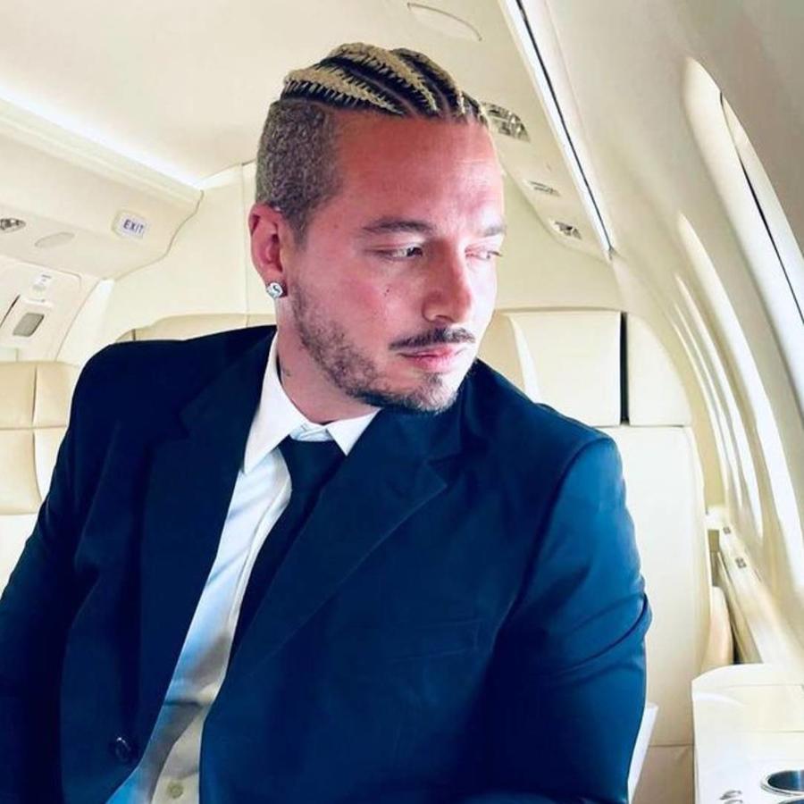 J Balvin en su jet privado