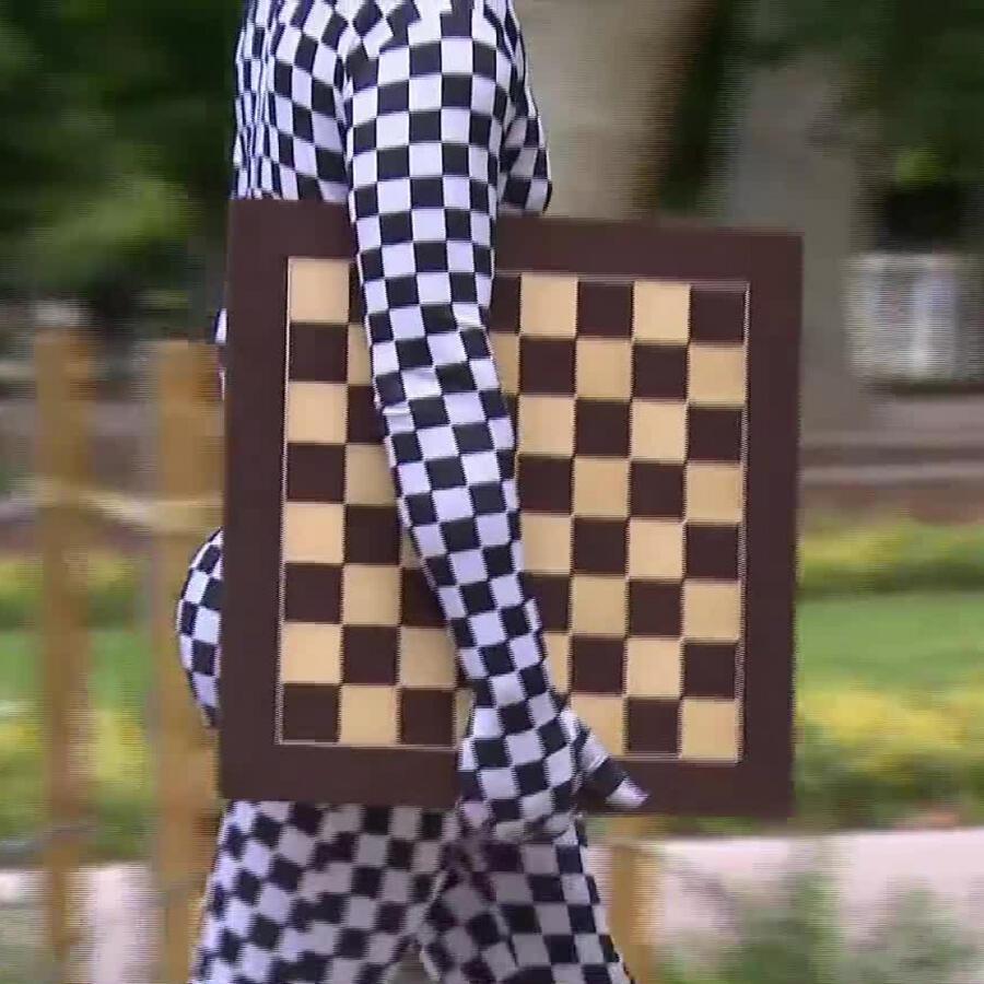 Un superhéroe reta al ajedrez a quienes quieran enfrentarlo